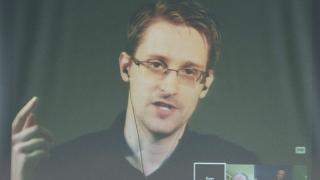 Твърденията на ФБР, че не може да отключи iPhone, са глупост, убеден Едуард Сноудън