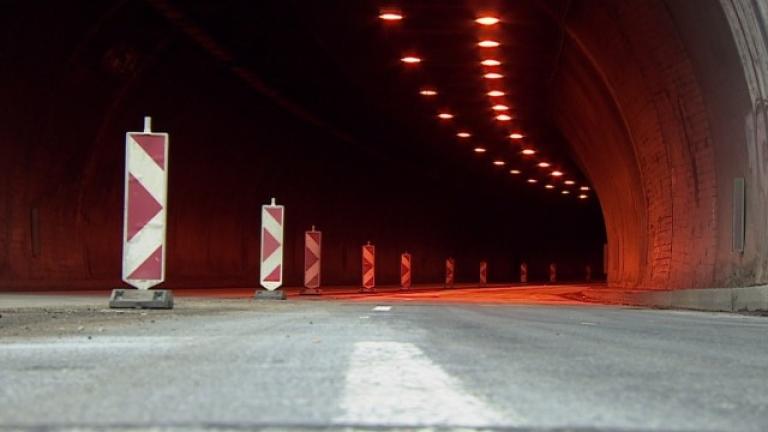 Намалено осветление в Кривия тунел по пътя през Кресненското дефиле