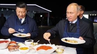 Путин пие водка със Си Дзинпин и показва завод на Шиндзо Абе:...
