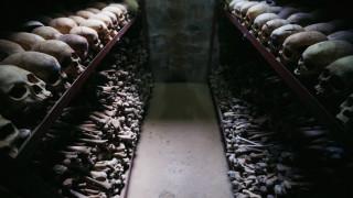 """Франция обнадеждена за """"ново начало"""" с Руанда след геноцида през 1994 г."""