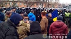 Украинци гонят с камъни евакуирани от Китай свои съграждани