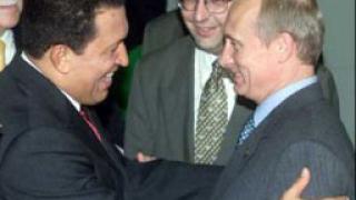 """Чавес и Путин """"хапят"""" ръката, която ги храни"""
