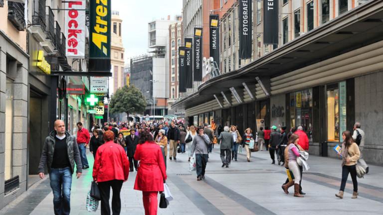 Мадрид иска бизнесът да наеме останалите без работа заради COVID-19. И дава до €7500 за договор