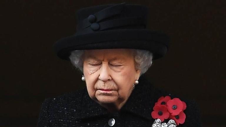 Кралица Елизабет II се върна към изпълнение на задълженията