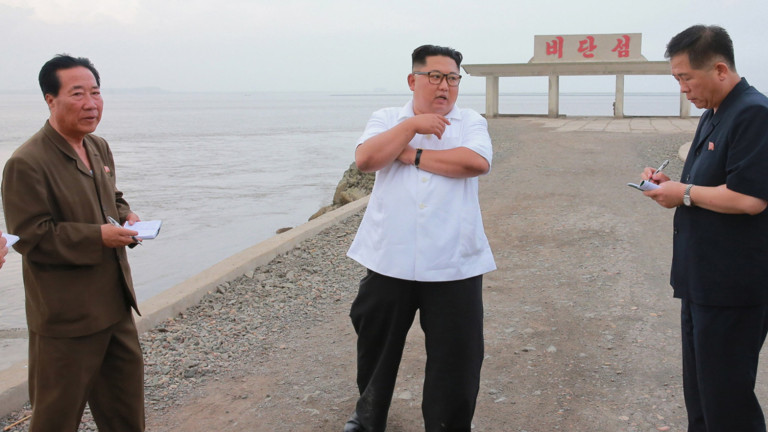 Севернокорейският лидер Ким Чен-ун критикува яростно длъжностните лица в страната,