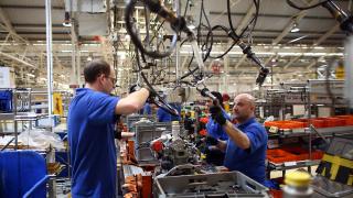 Оптимистични нагласи на бизнеса в промишлеността и услугите