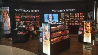 След година на закриване на магазини и съдебни дела, Victoria's Secret Lingerie сменя главния изпълнителен директор