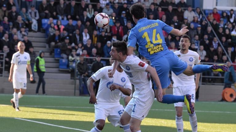 От елитния руски футболен клуб Оренбург обявиха днес, че шестима