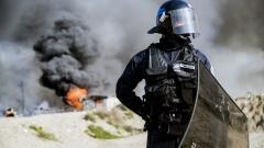 Размирици между 200 мигранти с железни пръти в Кале, Франция