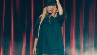 Роксана се снима бременна в най-новия си клип (ВИДЕО)