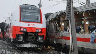 Влак с 80 пътници дерайлира в Австрия