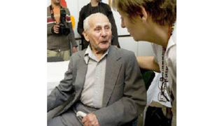 Пенсионер живее в кашон, дал всичко на детска болница