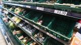 Дефицит на стоки и празни рафтове: Ще успее ли да спаси Великобритания коледния сезон?