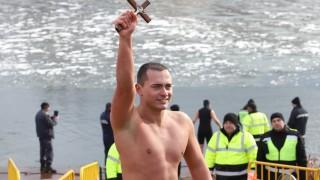 За трета година Александър Лебешковски спаси кръста в София