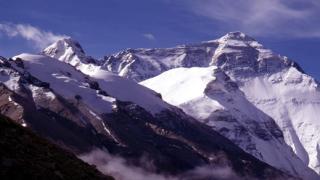 В Непал честват 80 г. от първия полет над Еверест