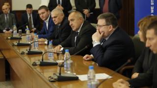 """Борисов благодари на """"пчеличките"""", събрали над милиард повече приходи"""
