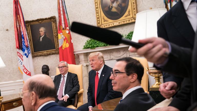 Заради неподходящи въпроси спират репортер на CNN за срещата Тръмп-Юнкер