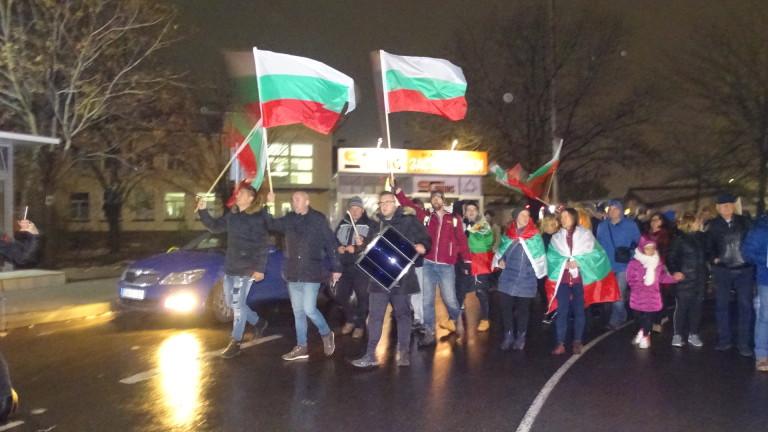 Протести се провеждат в няколко града на страната, съобщи БНТ.