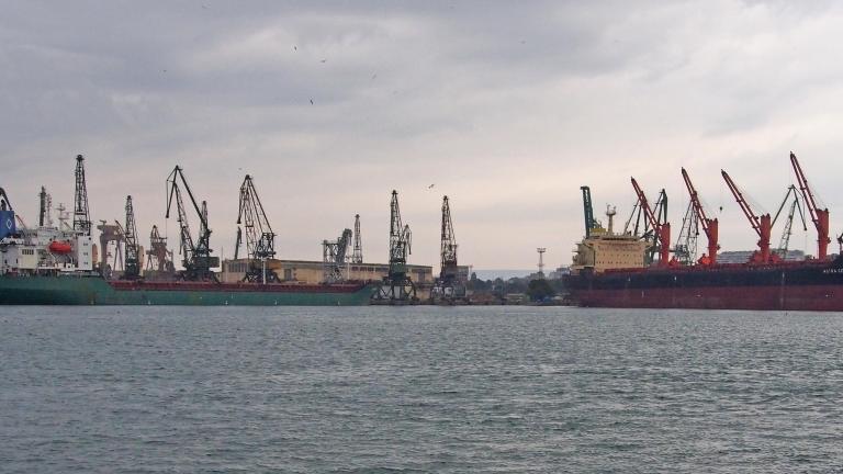 Търсят кой да драгира пристанищата на Бургас