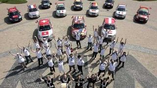 Kia облепя колите си с флагове