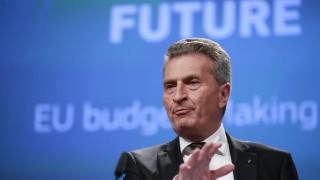 В Италия поискаха оставката на еврокомисаря Йотингер
