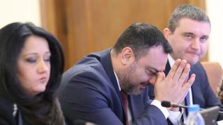 """Борисов """"хвърля"""" Московски в ледените води на Тунджа на мъжко хоро"""