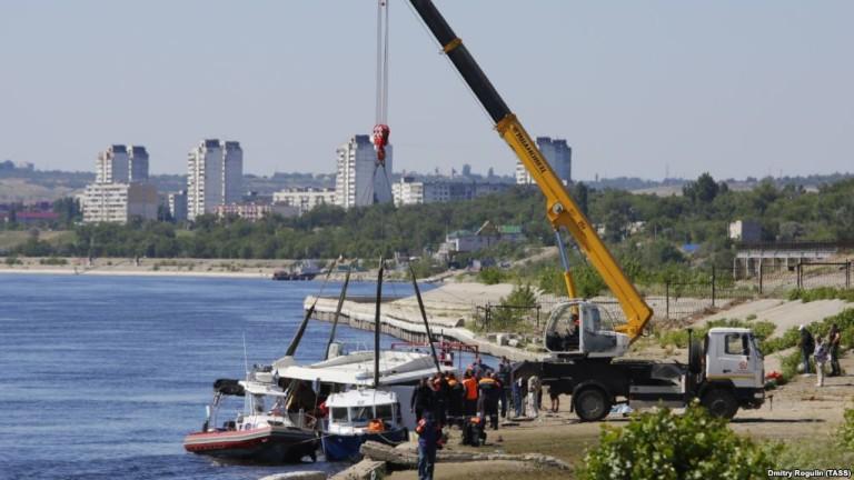 11 загинали след сблъсък между катамаран и шлеп в р. Волга в Русия