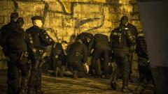 Близо 600 полицаи в Париж разчистват големи мигрантски лагери в края на града