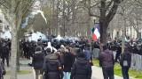 Полиция блокира централен Париж, жълтите жилетки са срещу забраната за масови прояви заради коронавируса