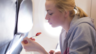 Пет храни, от които да се откажете, ако сте в самолет