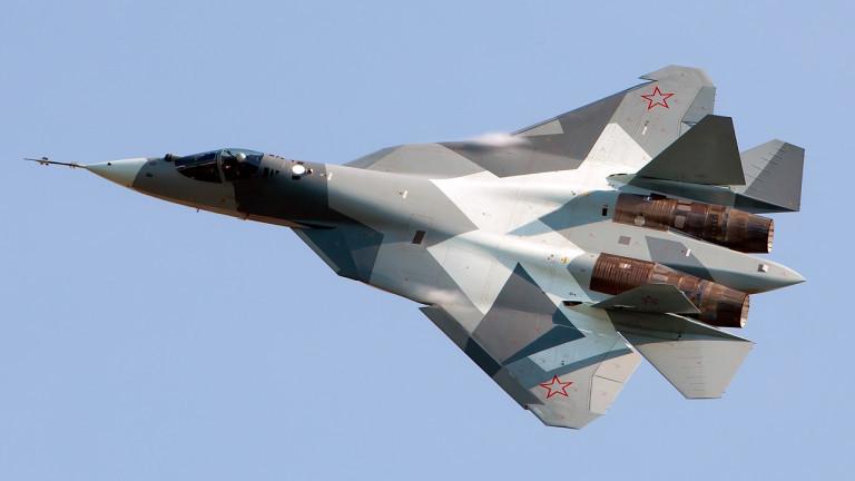 В Русия заснеха видео с дрон на бойно разгръщане на новия изтребител Су-57