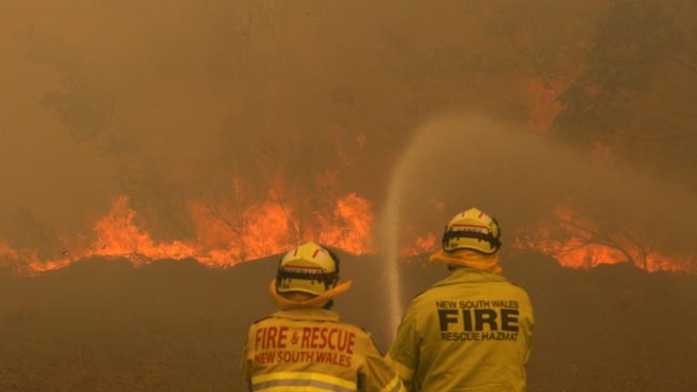 Две жертви на пожарите в Австралия