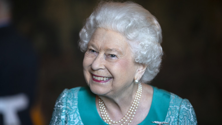 От кого кралицата се е крила в храстите
