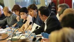 Депутатите признаха, че не спазват стриктно мерките, но… в името на народа