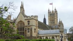 Британската икономика отчете най-бързия темп на спад от 2009-а