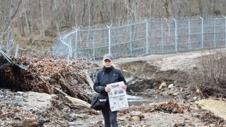 Елена Йончева установи, че оградата продължава да пропада