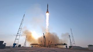 """Космическият кораб """"Союз МС"""" се скачи с Международната космическа станция"""