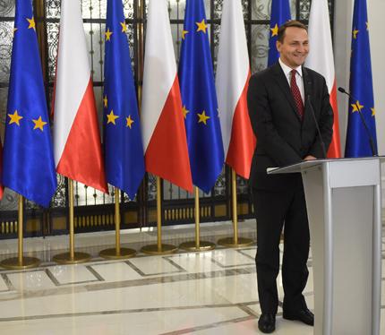 Шикорски се объркал за поделянето на Украйна от Полша и Русия