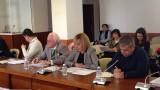 Манолова скастри КЕВР за увеличението на цената на водата в Добрич