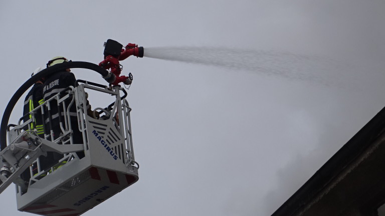 Пожар изпепели вятърната мелница в село Белинци, съобщиха от ОДМВР