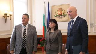 Строителите търсят защита от Караянчева срещу нападките на БСП
