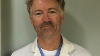 Сенатор Ранд Пол оздравя от COVID-19 и стана доброволец в болница