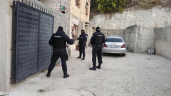 Трима мъже са обвинени за трафик на проститутки