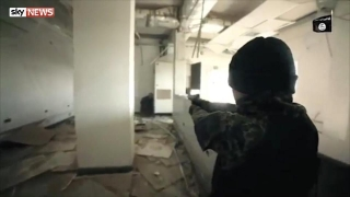 """""""Ислямска държава"""" с брутално видео – деца преследват и убиват затворници като играта Call of Duty"""