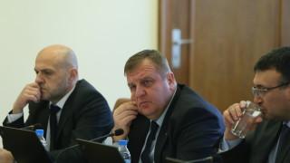 Дончев сряза Каракачанов: Не е добра практика да се работи с ултиматуми