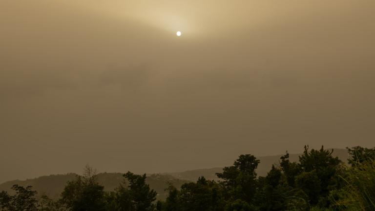 Денят стана нощ, когато огромна прашна буря се изви над
