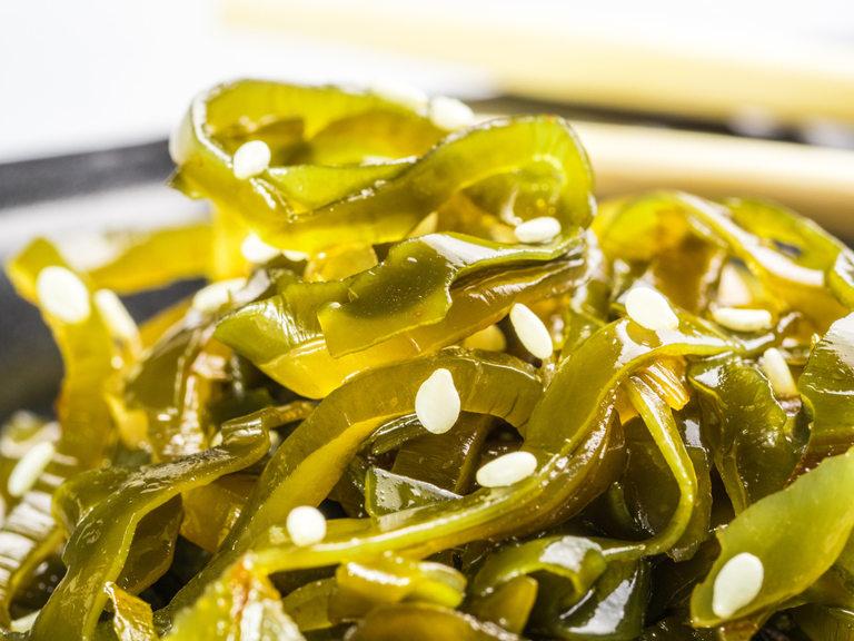 Салата от ламинария - вид ядливи водорасли.