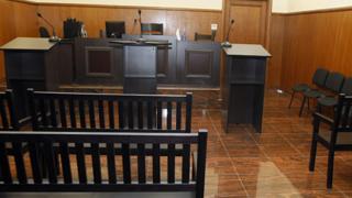 Съдят жена, искала детски от държавата, докато получавала пари от чужденци