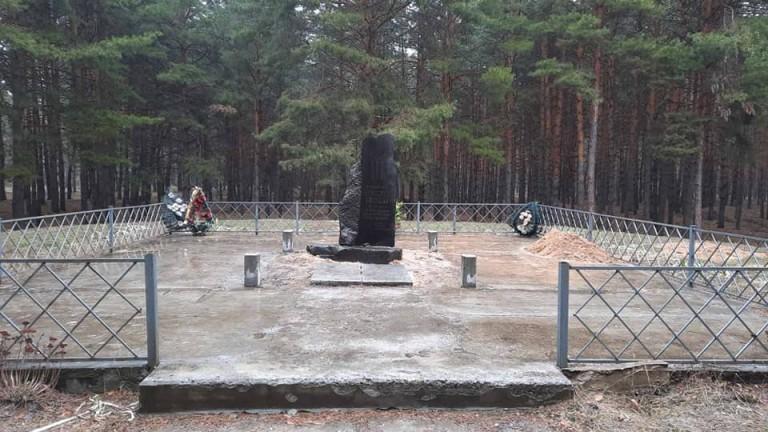 Паметникът на хан Кубрат в украинското село Мала Парашчепина се
