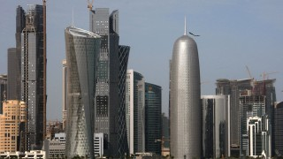 В разгара на кризата най-голямата банка в Катар погледна на изток